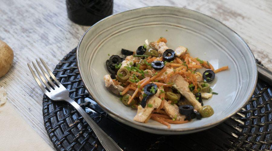 wok de salmon con zanahorias y aceitunas lado